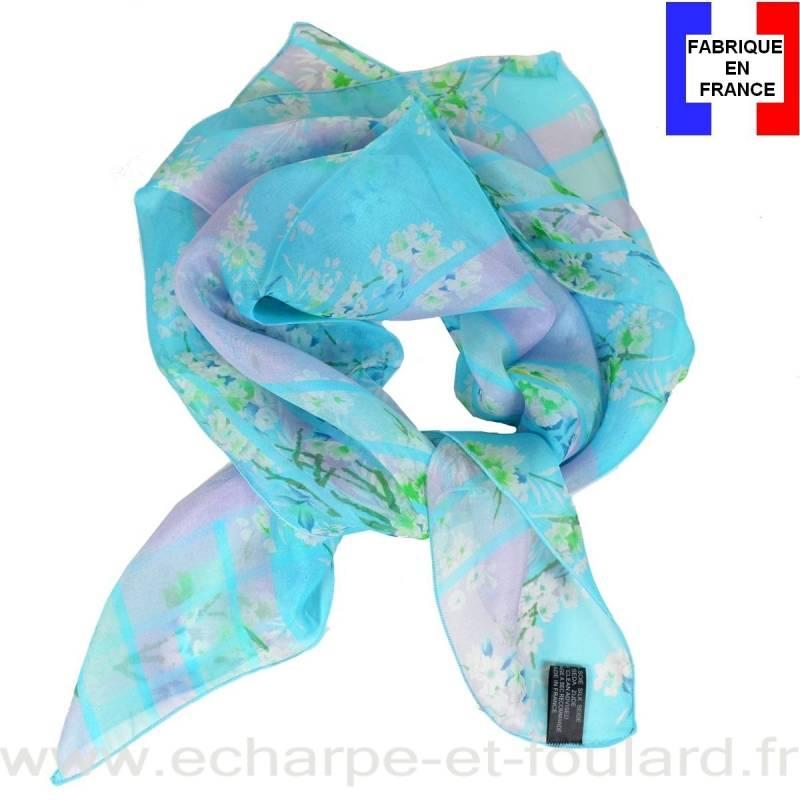 Carré de soie bleu petites fleurs fabriqué en France