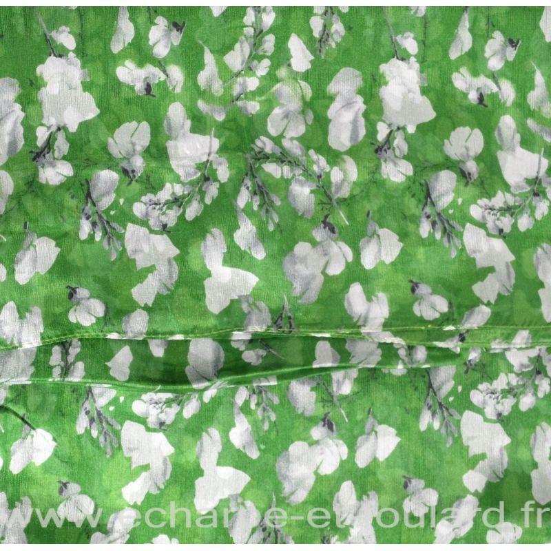 Etoles mousseline soie verte à fleurs blanches